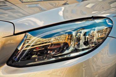 Reflektor samochodu