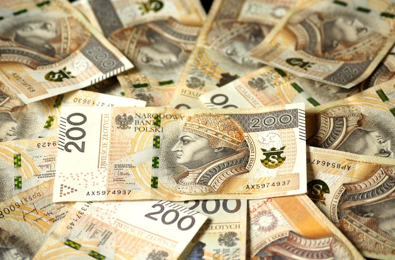 Banknoty 200zł w dużej ilości