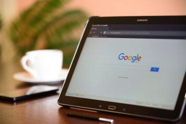 Wyszukiwanie głosowe Google na tablecie