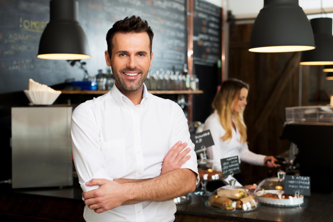Menadżer restauracji w pracy