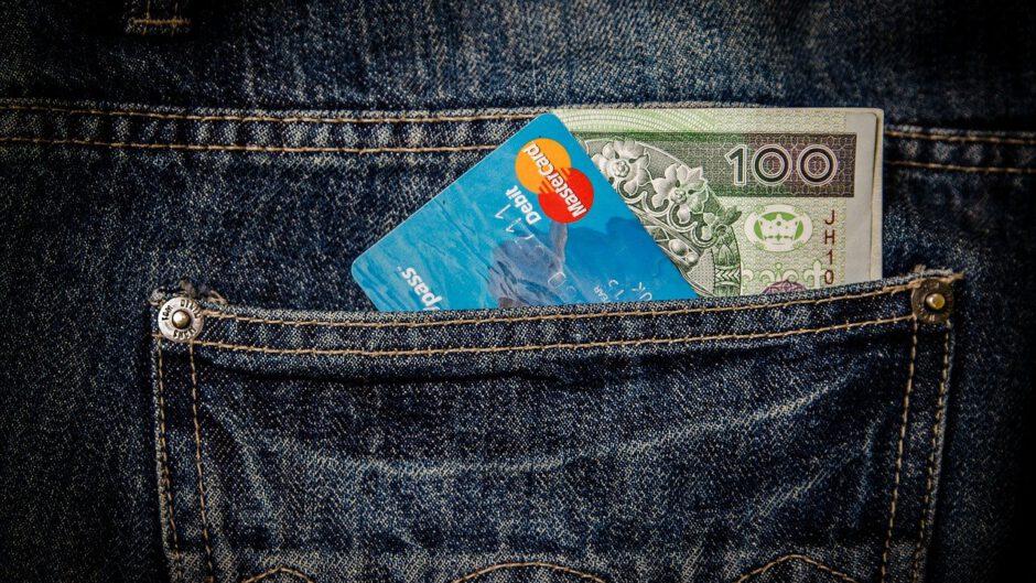 Pieniądze z pożyczki w kieszeni