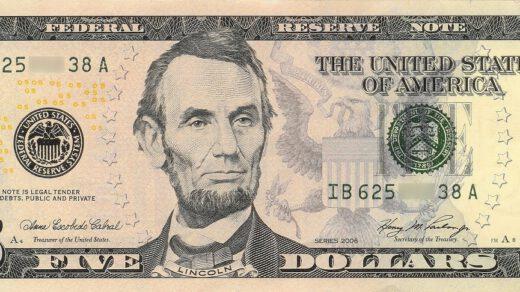 pięć dolarów