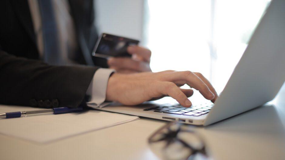 Zarobek przez internet to obecnie główne źródło finansów wielu osób