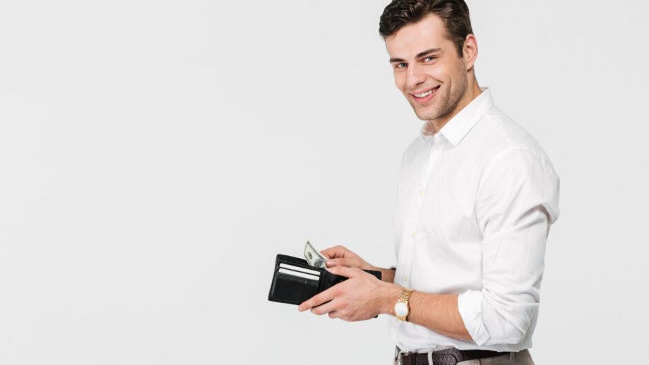 Mężczyzna który otrzymał wynagrodzenie z tytułu pracy