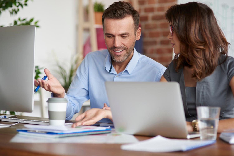 Osoby omawiające cechy i funkcje biznesplanu
