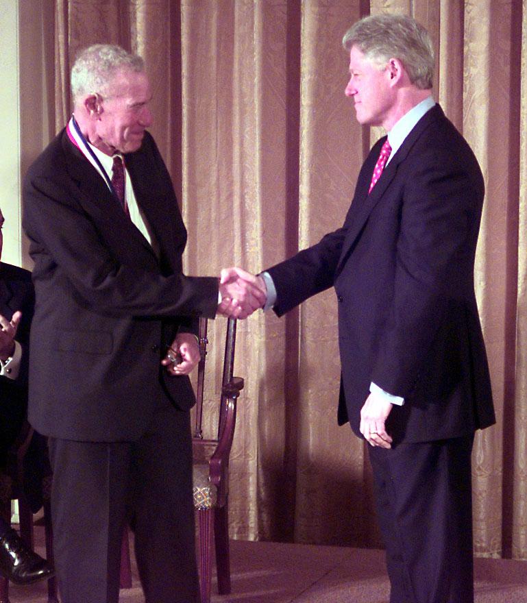 Robert Solow na spotkaniu z prezydentem USA Billem Clintonem