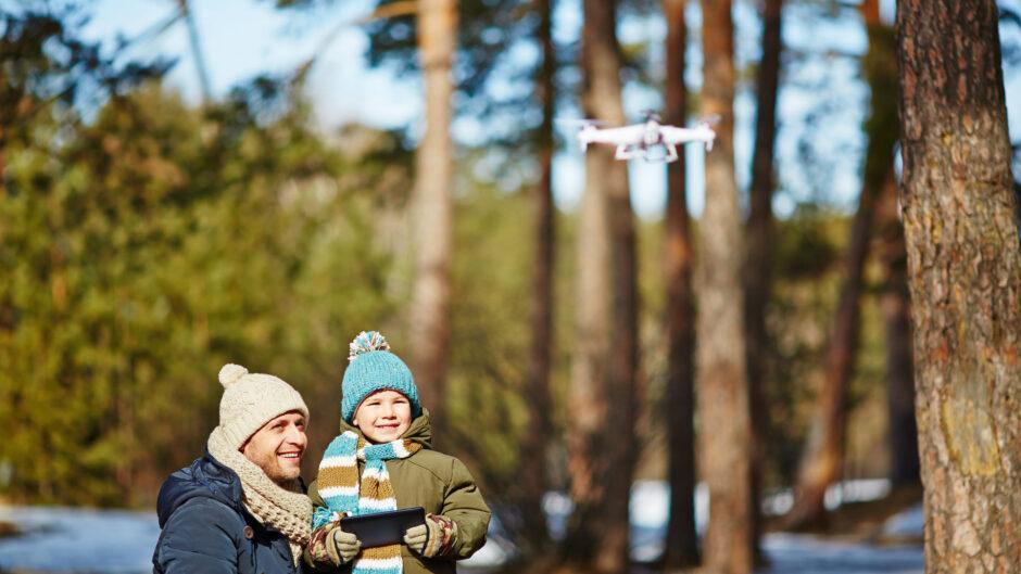 Nauka latania dronem.