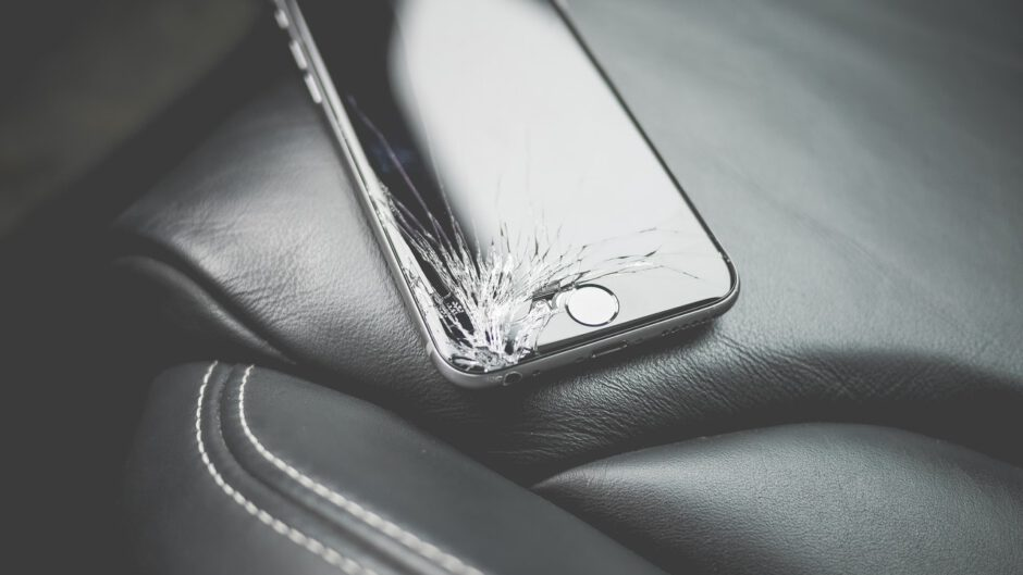 Rozbita szybka w telefonie